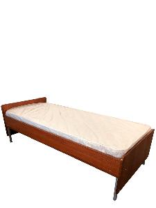 Ліжко на металевому каркасі